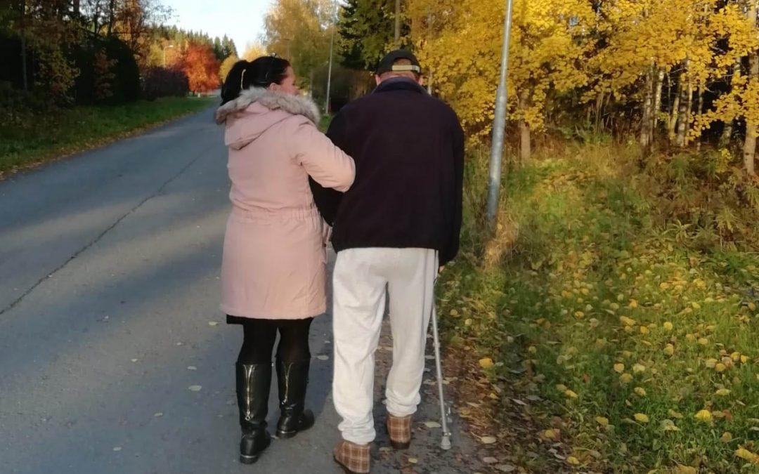 Millaista apua ikäihminen tarvitsee kotona?